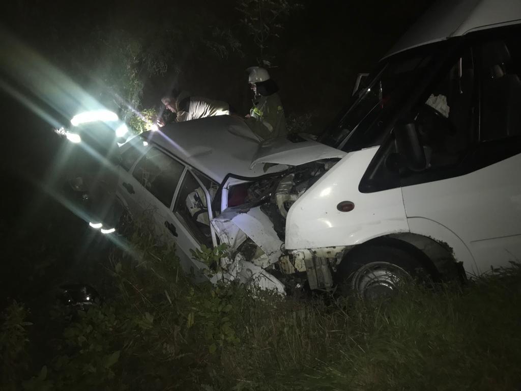 В Благодарненском округе пассажирский микроавтобус попал в аварию с легковушкой