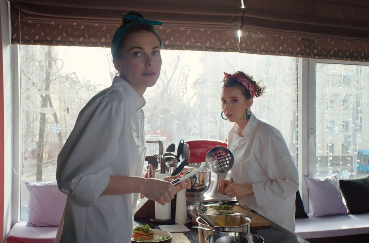 Романтическая комедия: актеры и их роли в фильме «Будь моим Кириллом»