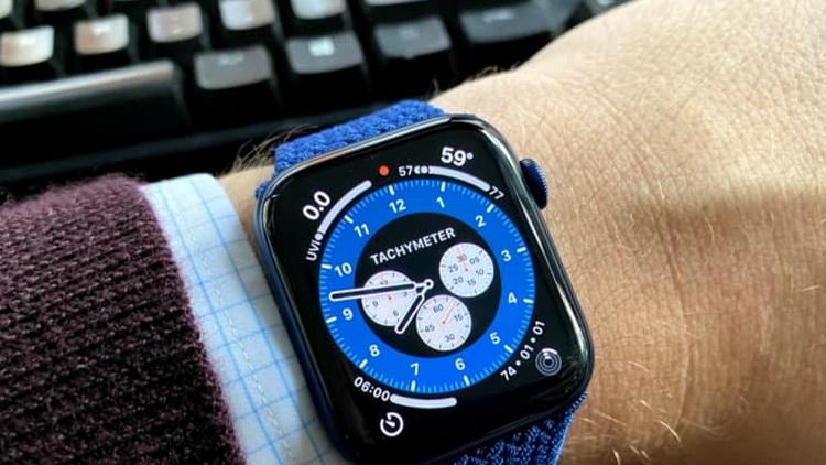 Apple до сих пор не может начать массовое производство смарт-часов Watch 7 из-за усложнившейся конструкции