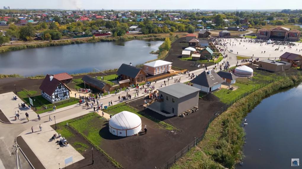 Посмотрите на первую в России этнодеревню, где построили традиционные дома 20 народностей. Фото