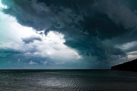 В Сочи все пляжи закрыли для купания