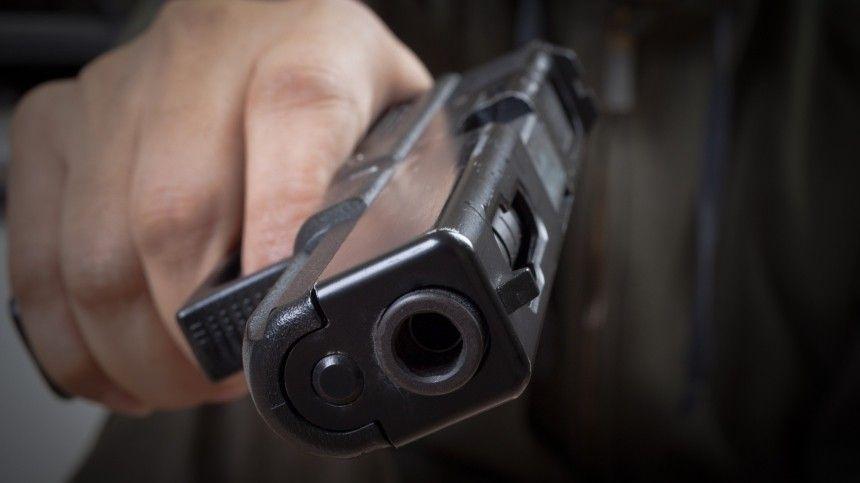 Драка со стрельбой в центре Петербурга попала на видео