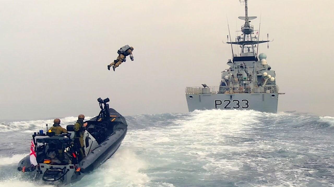 Британцы отработали захват корабля с помощью реактивного ранца