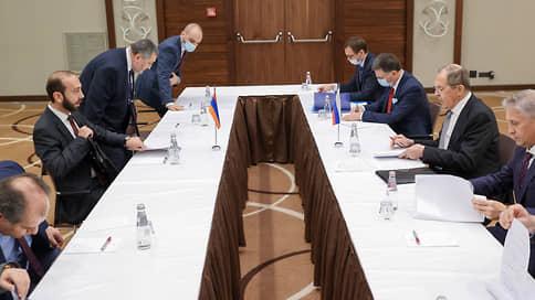 Армения и Азербайджан пожалели об одном, но по-разному // Главы МИДов двух стран недовольны, что за прошедший год было сделано слишком мало