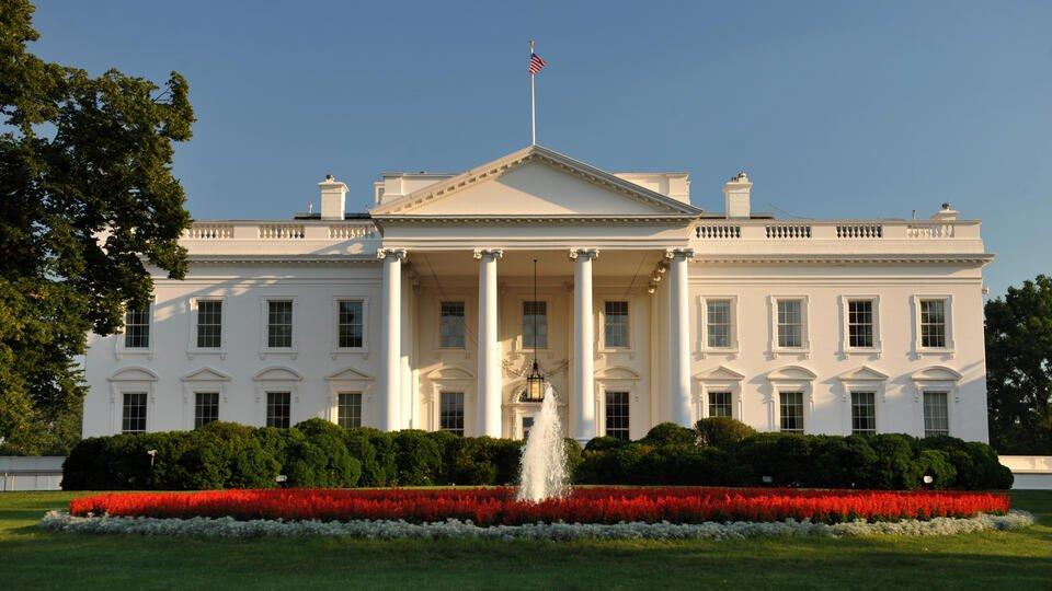Политологи заявили, что США взяли курс на подчинение России