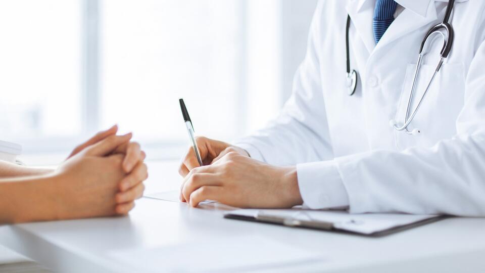 Названы необычные симптомы 'тихого рака' у женщин