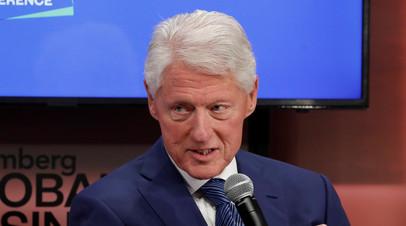 Врачи назвали причину госпитализации Клинтона