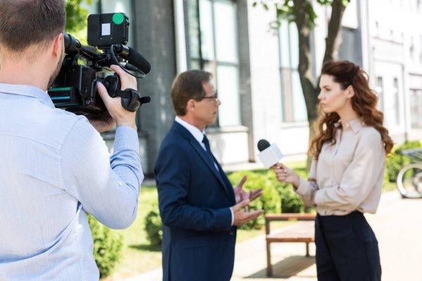 Экономист рассказал, почему у россиян старше 40 лет снижается зарплата