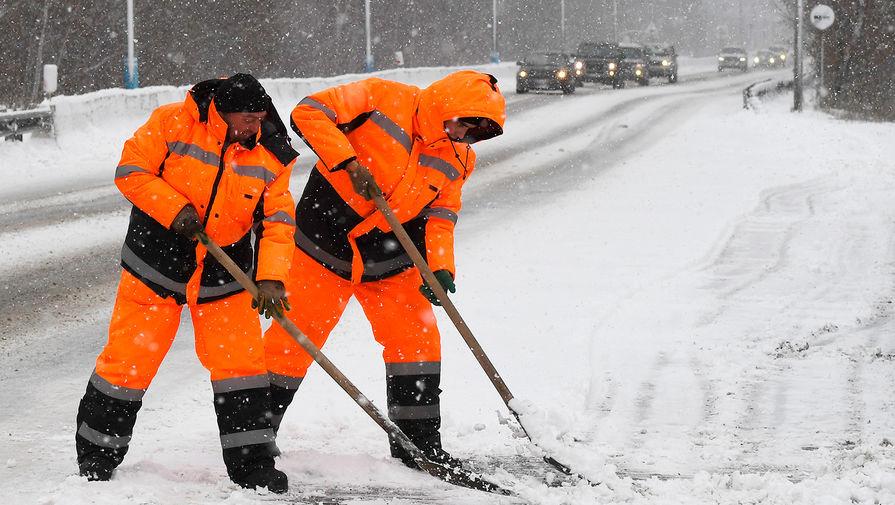 Противогололедная обработка дорог началась в Москве