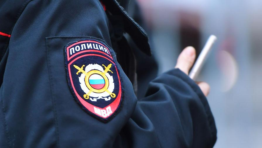 В Приморье задержали двух полицейских по подозрению в избиении человека