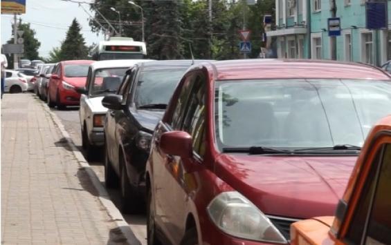 Жители Курска жалуются на стихийную парковку-'невидимку'