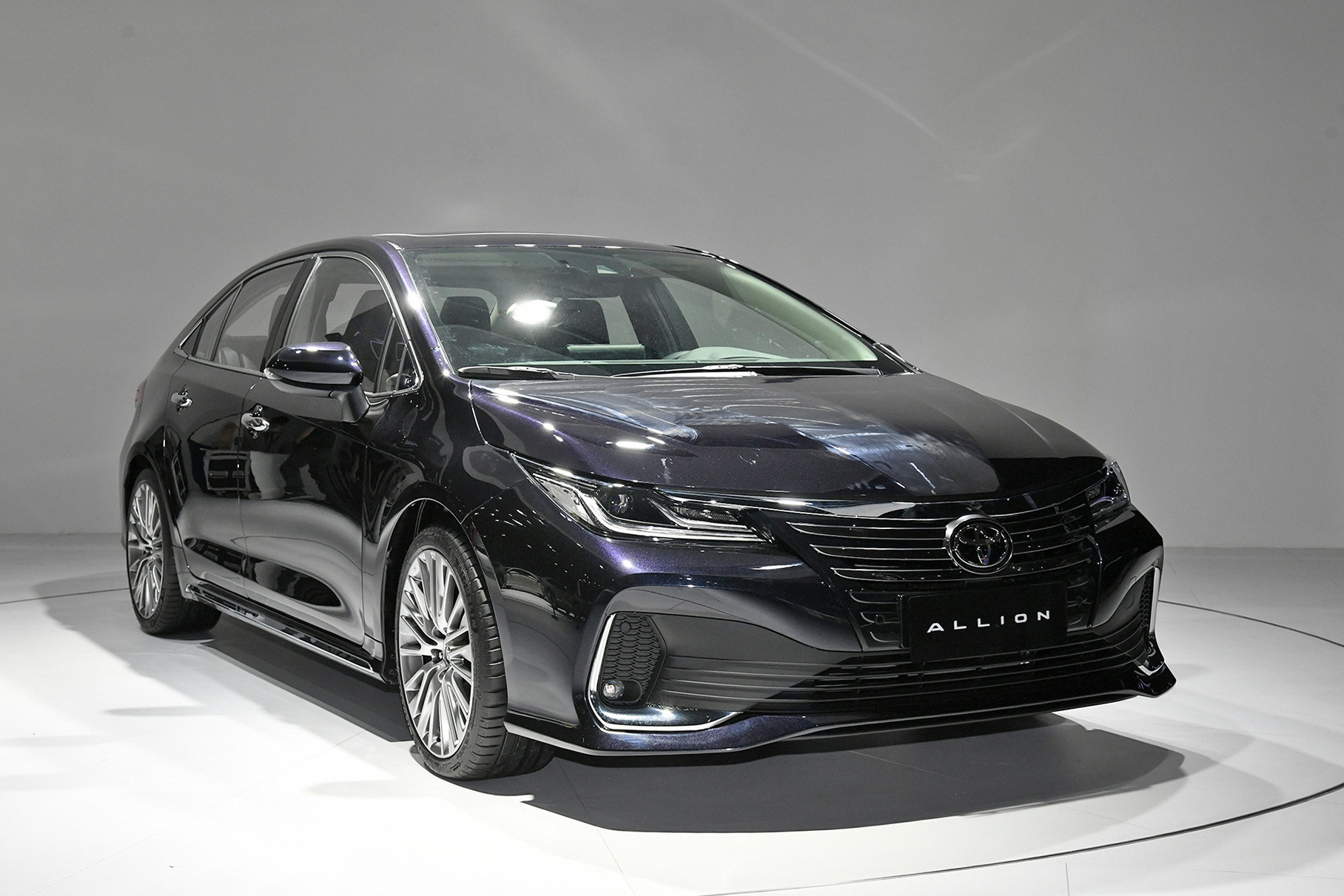 Toyota выпустила две версии Corolla c акцентом на комфорт