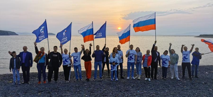 День России в Приморье: активисты партии встретили «Русский рассвет»
