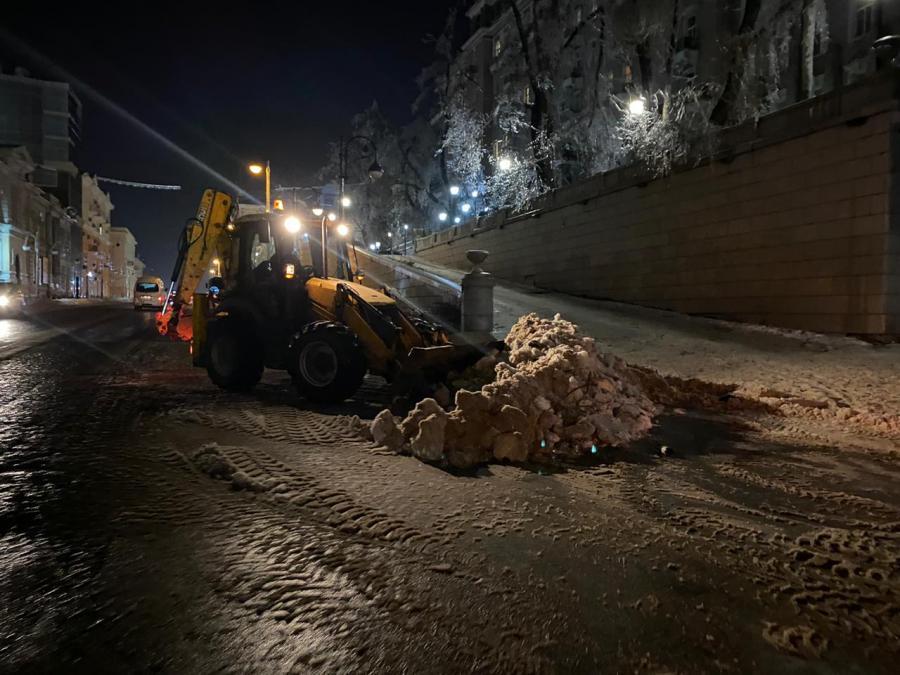 Во Владивостоке четвертые сутки ведутся работы по ликвидации последствий непогоды
