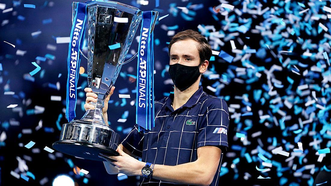 Русский теннисист Медведев выиграл главный турнир года. Во втором сете он был близок к поражению