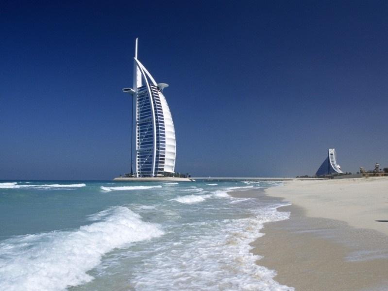 Бородина загорает в Дубае, Петросян репетирует: Как звезды проводят майские