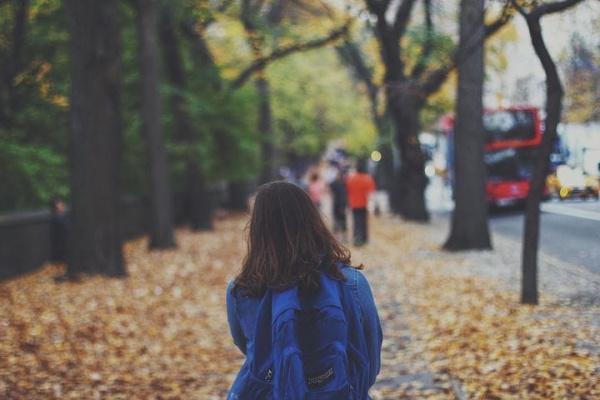 Директор самарской школы: чтобы дети не гуляли после уроков по ТЦ, нужно объединить усилия учителей и родителей