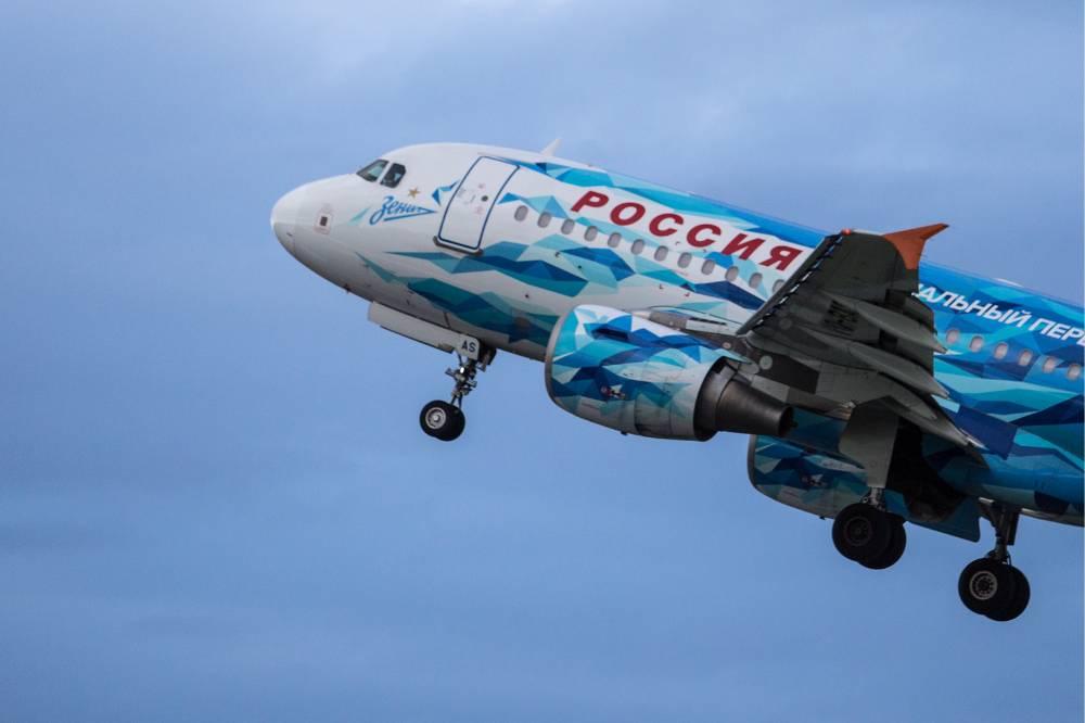 Пассажирский самолёт с ливреей 'Зенита' совершил аварийную посадку в аэропорту Пулково