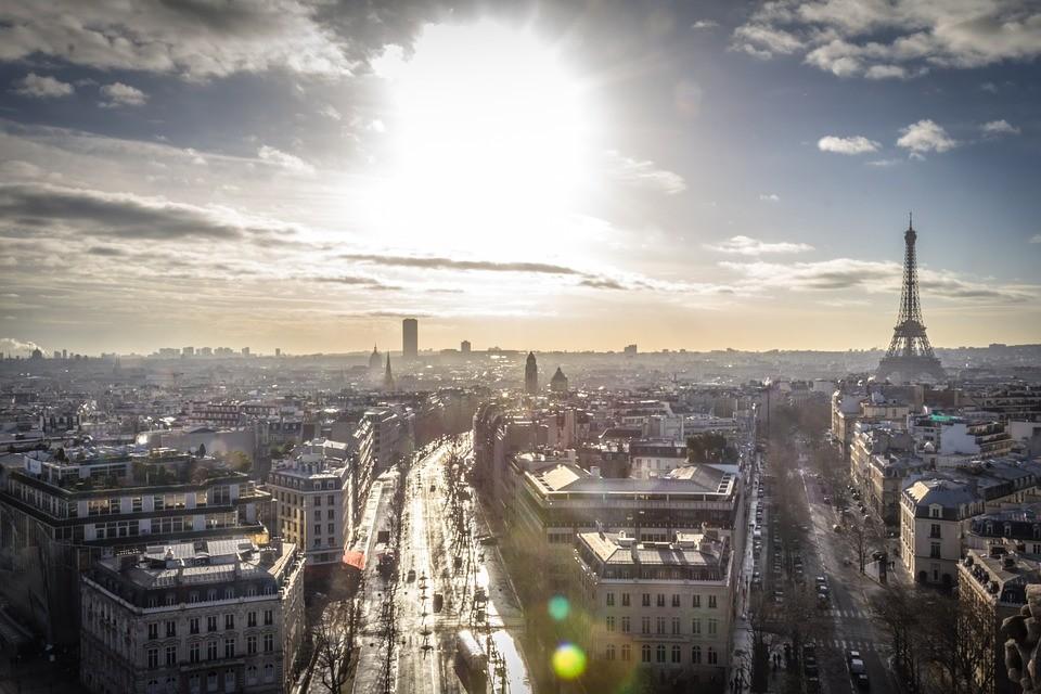 Москвичам пообещали погоду как в Париже